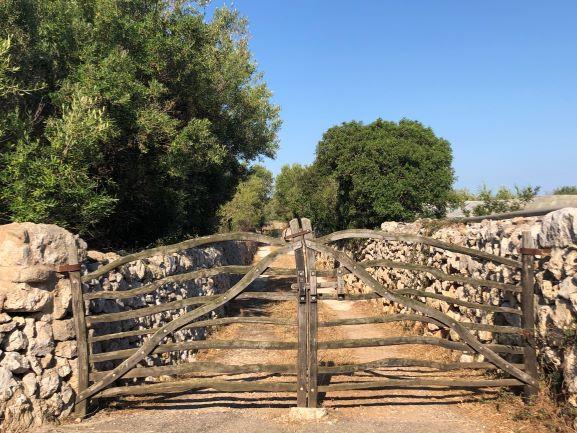 barreras-portail-chemin-propriété-minorque