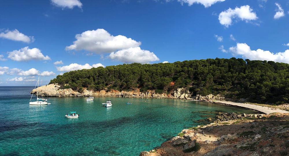 La quête de sens au détour de la plage Escorxada à Minorque