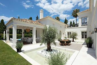 Nieuwe Klassieke Villa met Moderne Interieurs