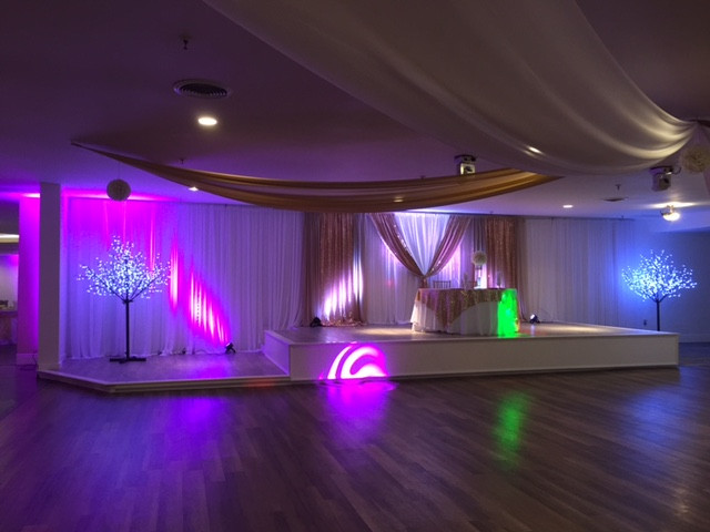 Glitz on the Stage for a Wedding