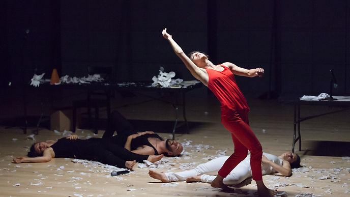 HMD.-Manifesting.-Tara-McArthur-in-red.-