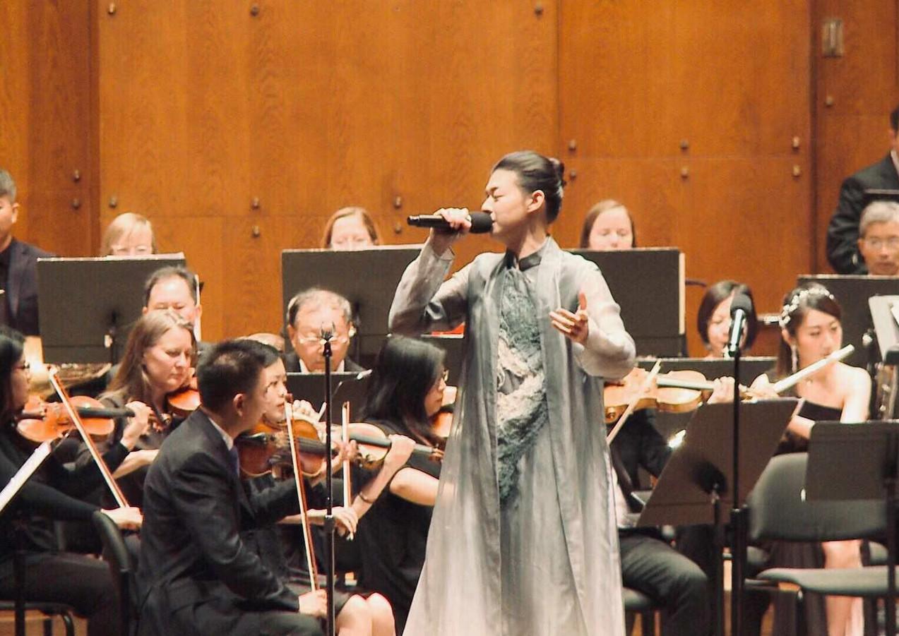 Huo Zun Performs.jpg