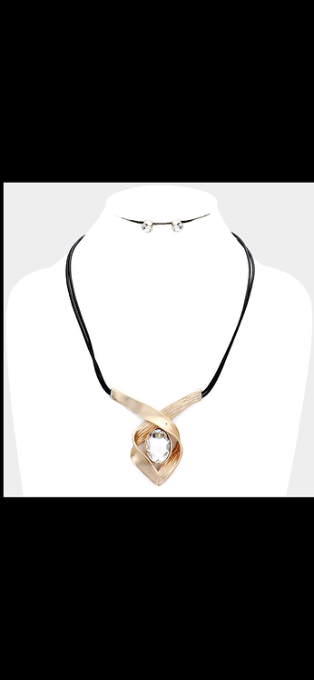 Gold Solitaire Wire Necklace
