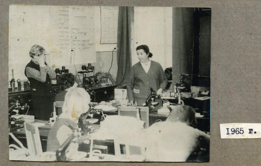 Кафедра ПИ, 1965 год. На кафедре в этот период работал как сам Е.Е. Захаров, так и его жена Софья Абрамовна Юшко-Захарова (на фото справа).  Из семейного архива профессора Е.Е. Захарова