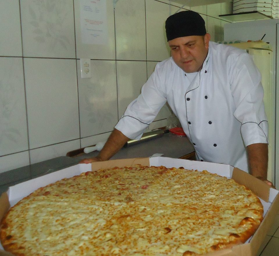 luis com pizza ggg