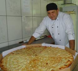 luis com pizza ggg