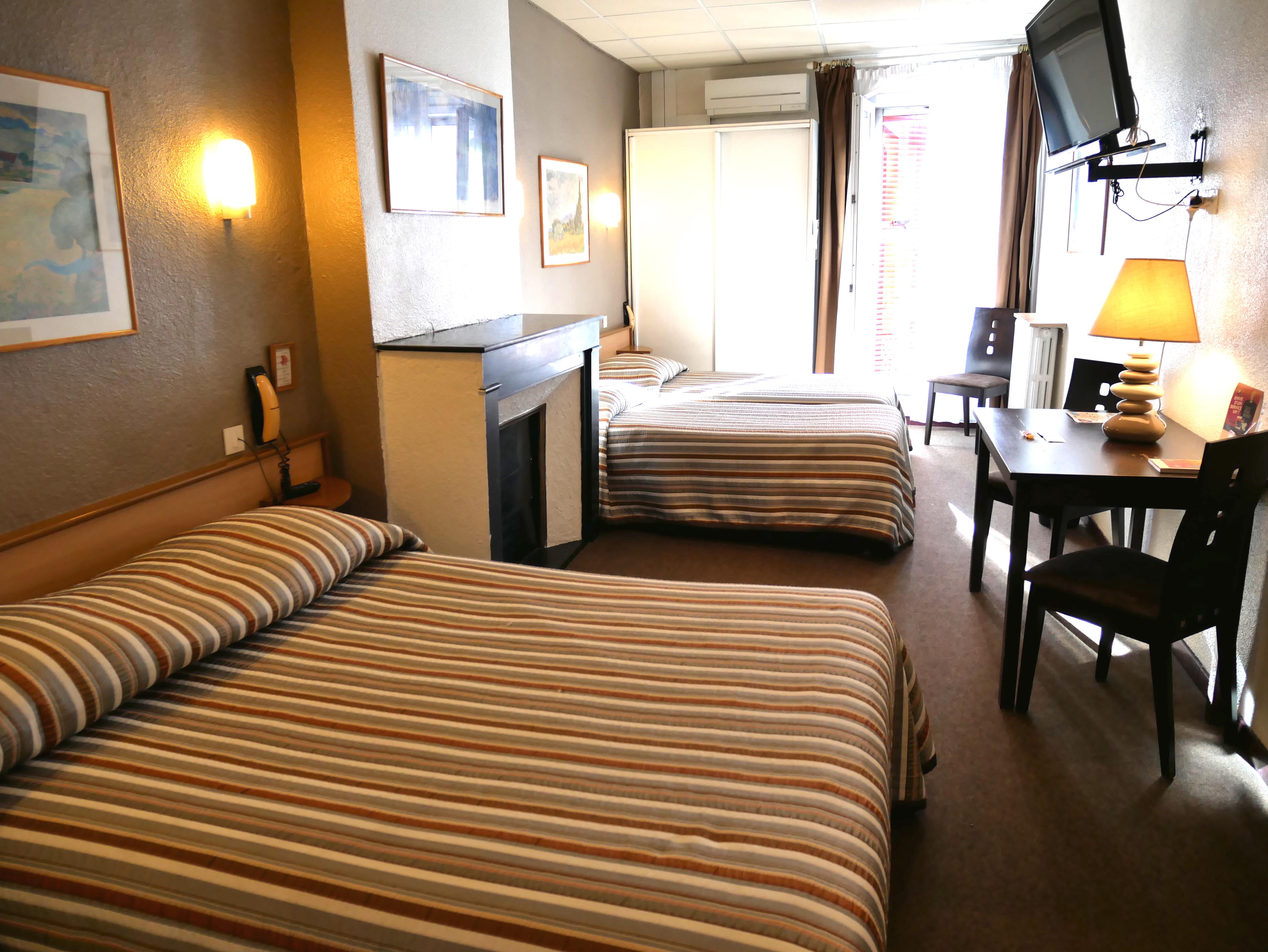 Chambre sup rieure triple salon salon de provence h tel d 39 angleterre salon de provence - Hotel d angleterre salon de provence ...