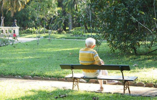 elderly-942049.jpg