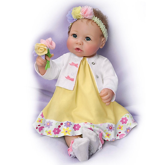 Реалистичная Кукла в желтом платье