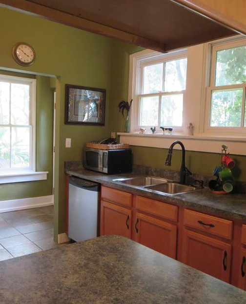 Light and spacious kitchen with enterance foyer