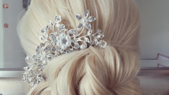 Diamante and pearl bridal accessorie