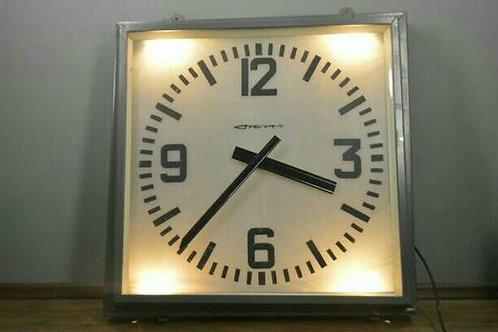 Часы квадратные