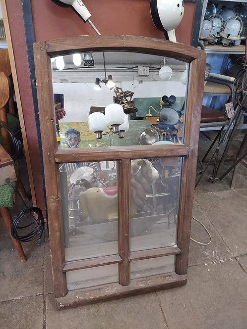 Старая оконная рама-зеркало