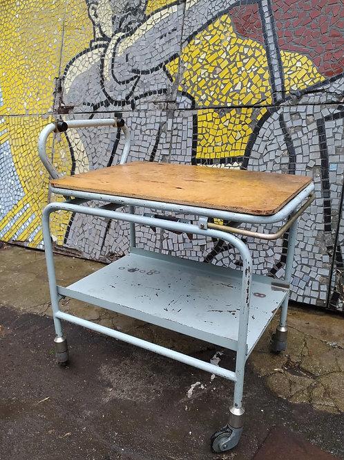 Столик-стеллаж на колесиках
