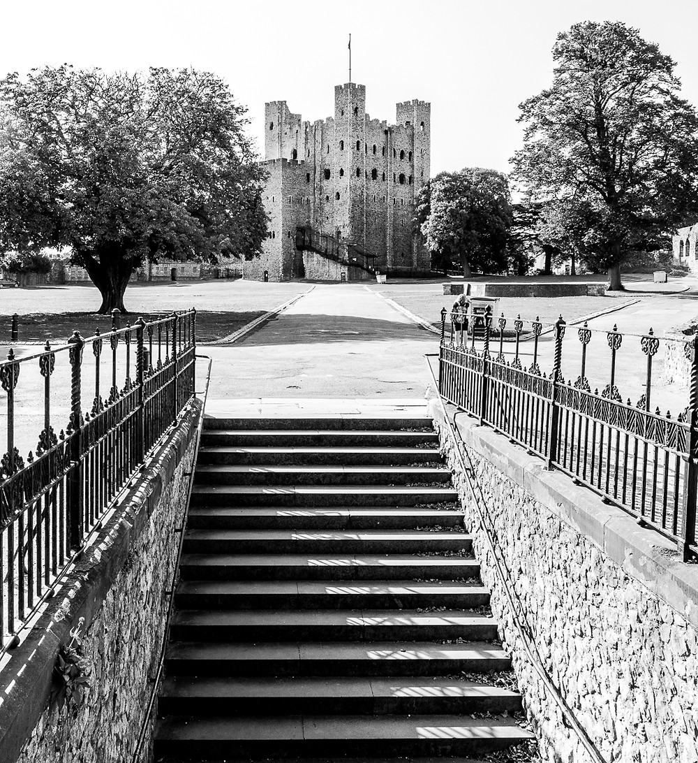 Black and White image of Rochester castle