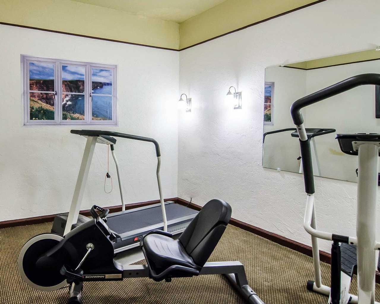 seville - FitnessRoom1