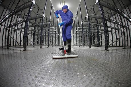 suelo-uniforme-de-la-limpieza-del-trabaj