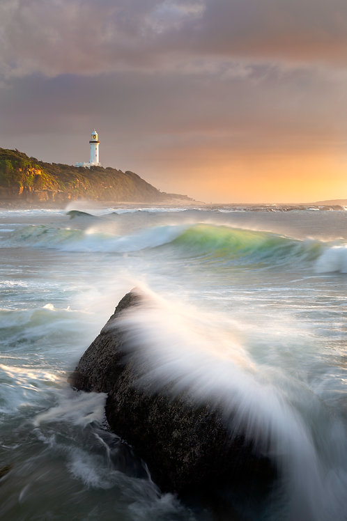 soldiers beach, norah head, lighthouse, gravelly beach
