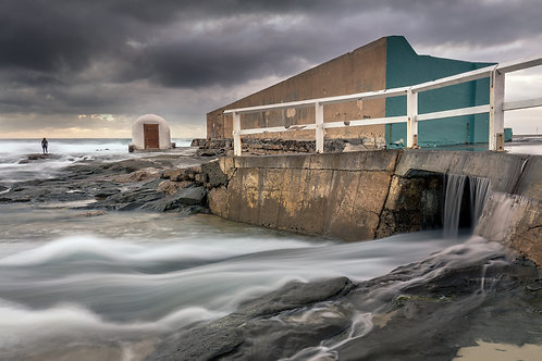 newcastle baths, large swell, surf, surfer, pumphouse, pump