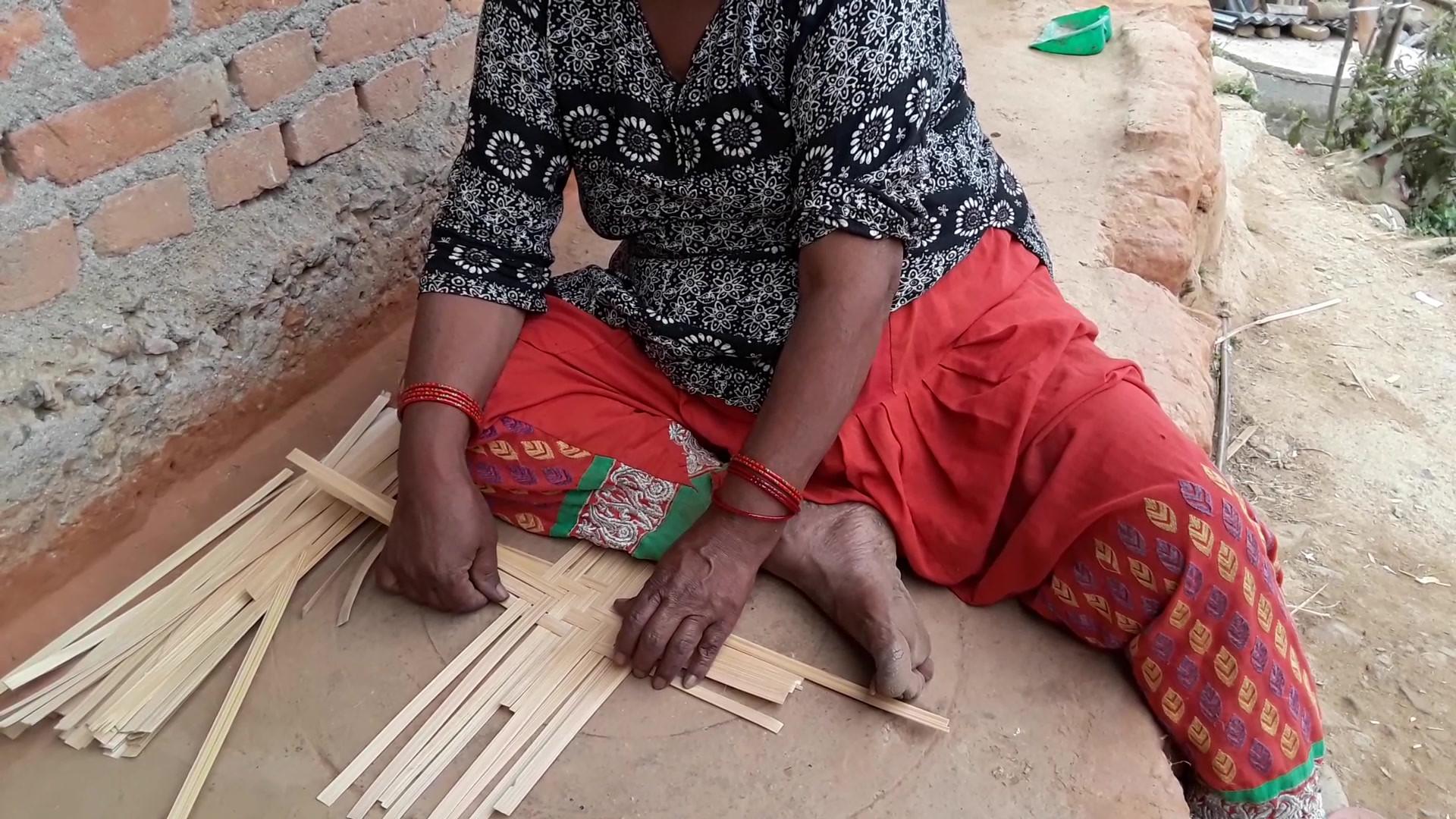 Weaving bamboo.mp4