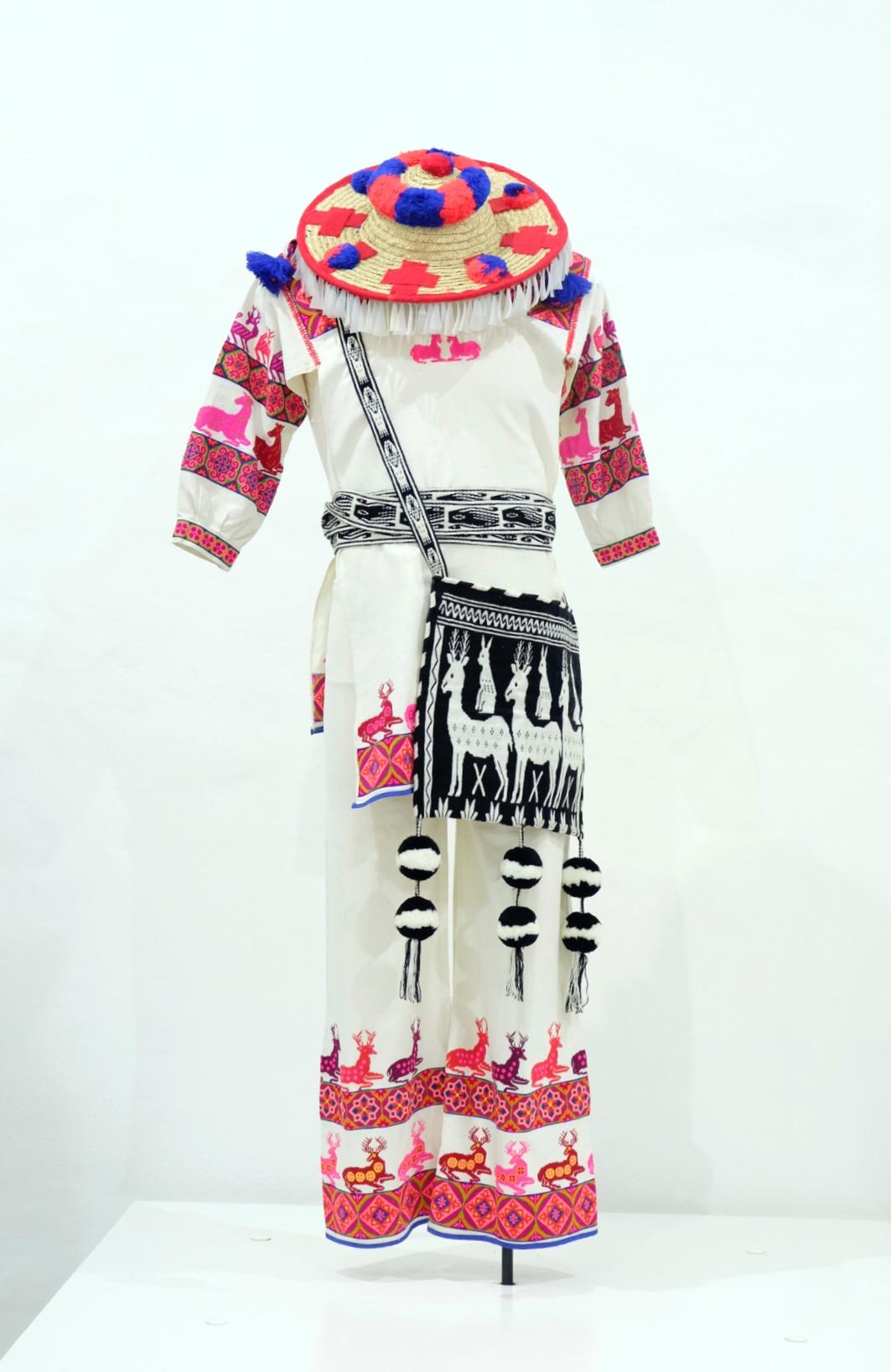 Conjunto ceremonial de hombre Huichol o