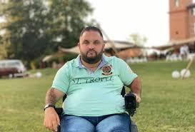 Ancien rugbyman devenu tétraplégique, Tony Moggio a créé un porte-biberon adapté à son handicap