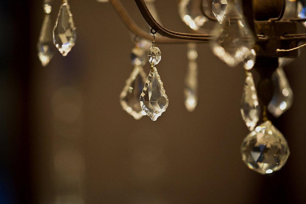 chandelier-2381625_1920(1)_edited_edited