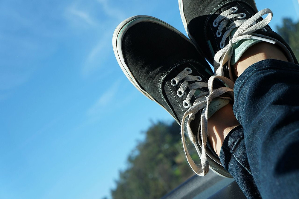 What are the qualities of a comfortable pair of shoes for nurses?