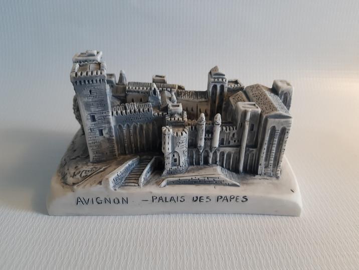 Palacio gotico de Los Papas
