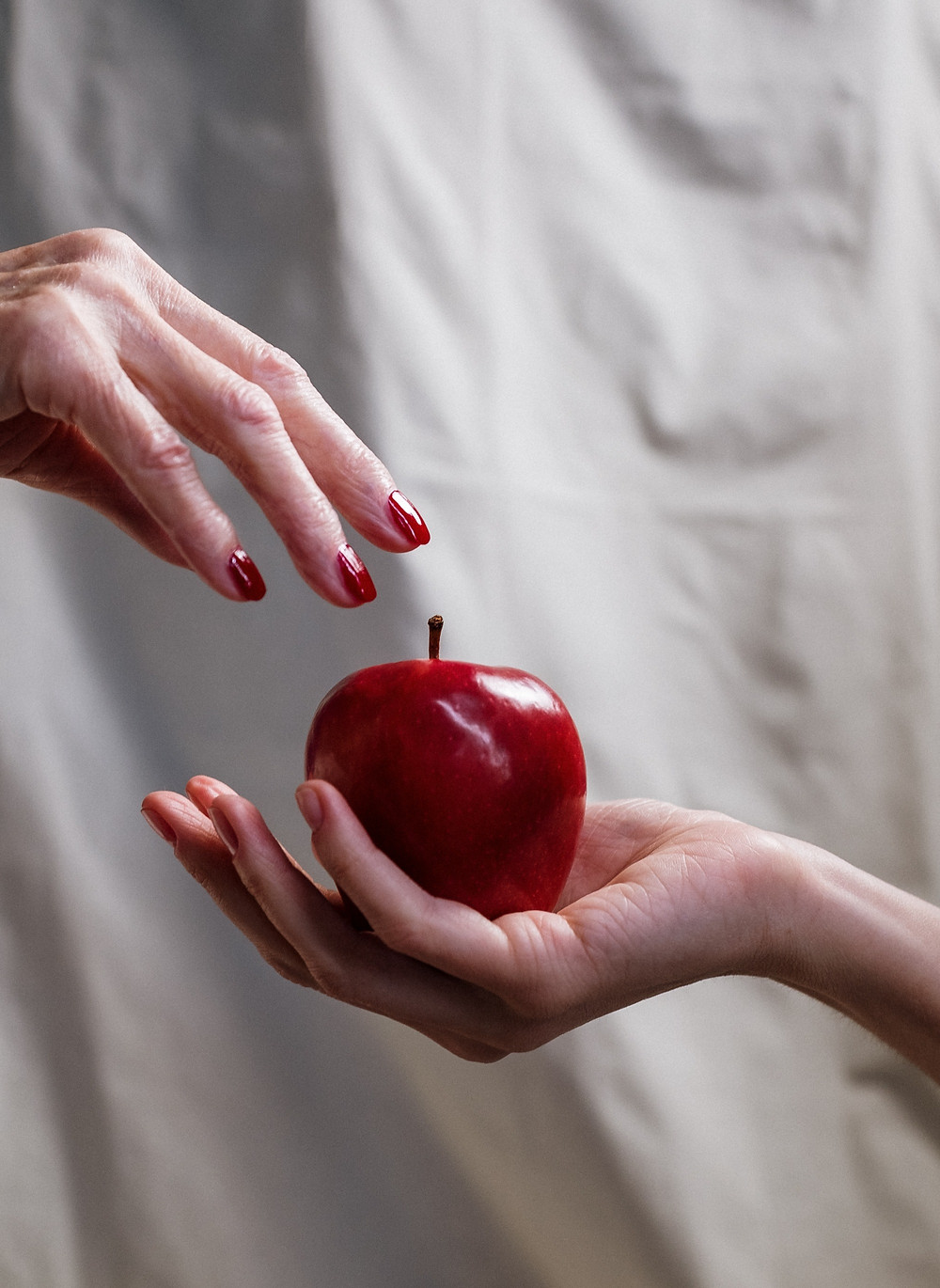 Fairy Tale Writing Prompts - Evil Queen's Poisoned Apple