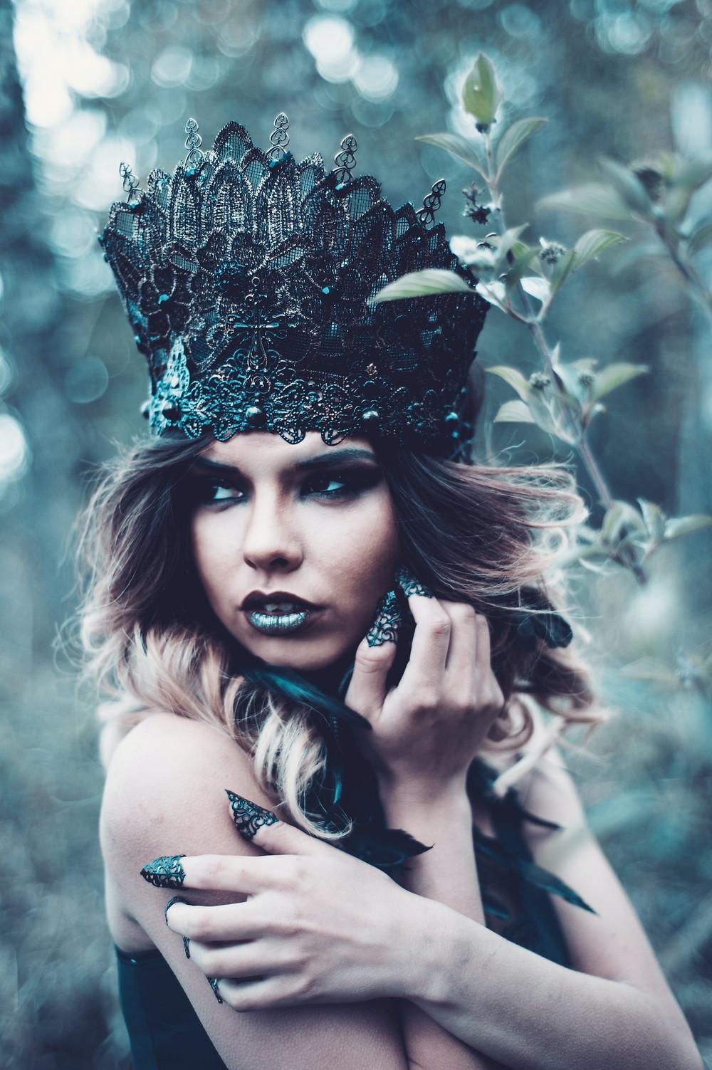 Dark Fantasy Prompt - Black Witch