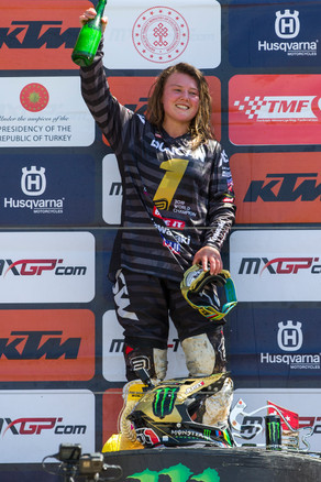 Duncan_podium_MXGP_2019_R17_RZ_1319.jpg