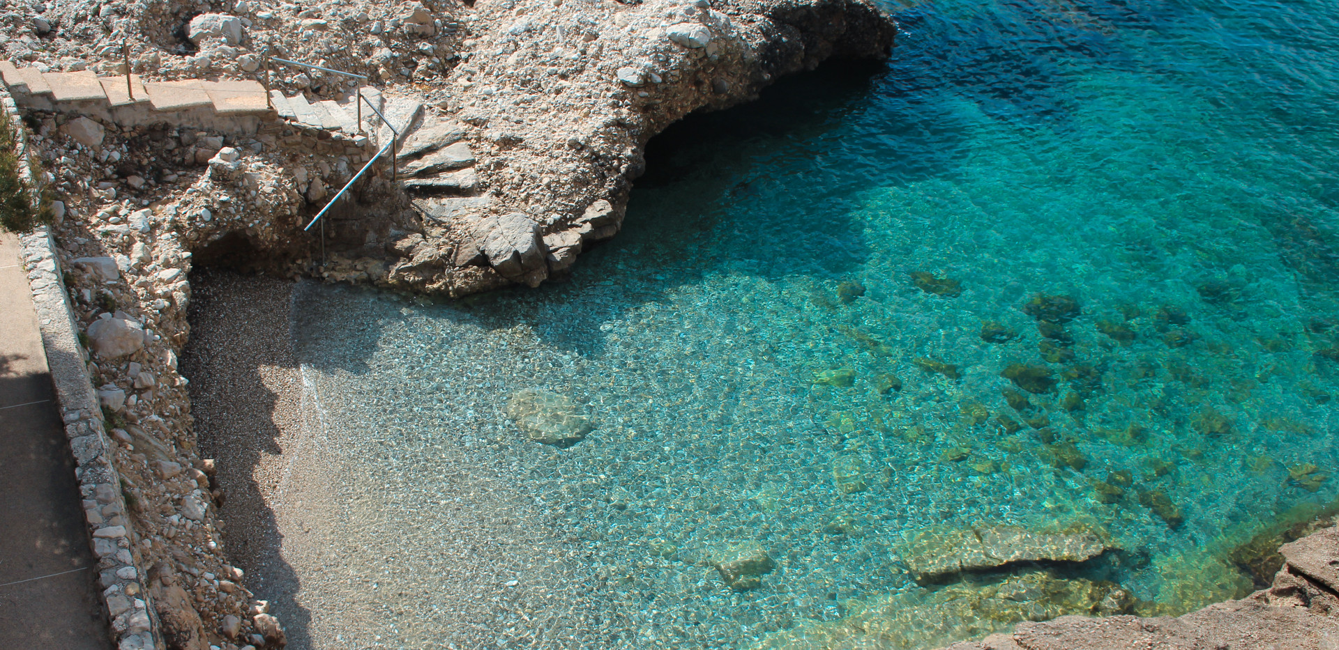Stunning Pools Near Eze