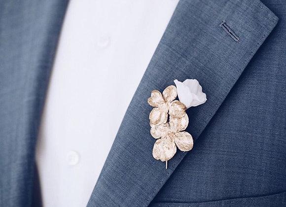 Anstecker Seidenblüte