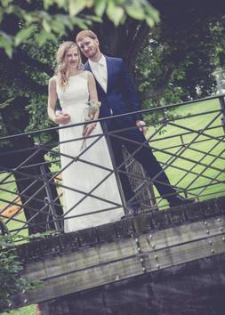 Kleid Brautkleid Braut auf Maß Sandra NymphiusBilder von Hochzeiten mit Bräuten die in Sandra Nymphius Brautmode geheiratet haben.
