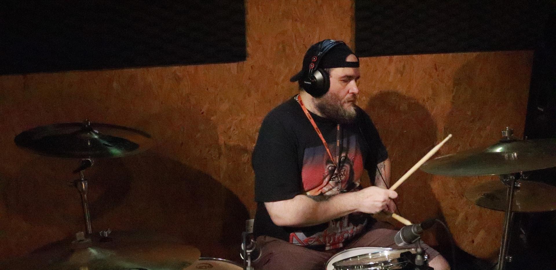 Alex Mello, baterista da banda Trendkill Inc.