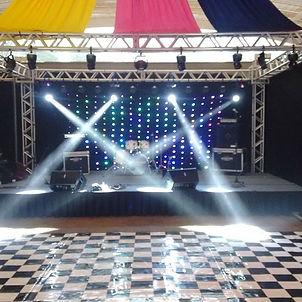 aluguel de palco, locação e tablado, praticavel, estrutura de palco para show, passarela para desfiles