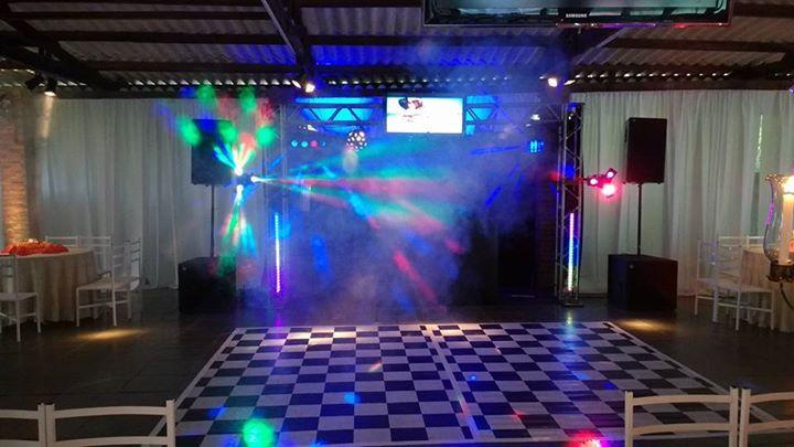 aluguel-iluminação-telão-caixadesom-datashow-projetor-palco-passarela-pistadançaledparis-robodeled-tablado-festa-casamento-sp