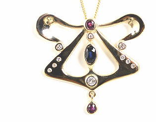freelance jewellery designer holly richardson in hampshire and west sussex
