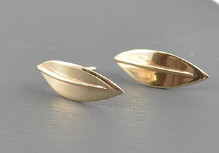 Solid 9ct Yellow Gold Sensation Olive leaf Curved Stud Earrings Designed by HR Jewellery Designs UK Jewellery Designer