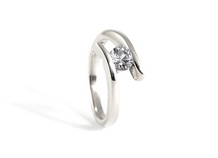 Platinum and Diamond cross over Engagment Ring. Handmade engagement rings by HR Jewellery Designs West Sussex / Hampshire