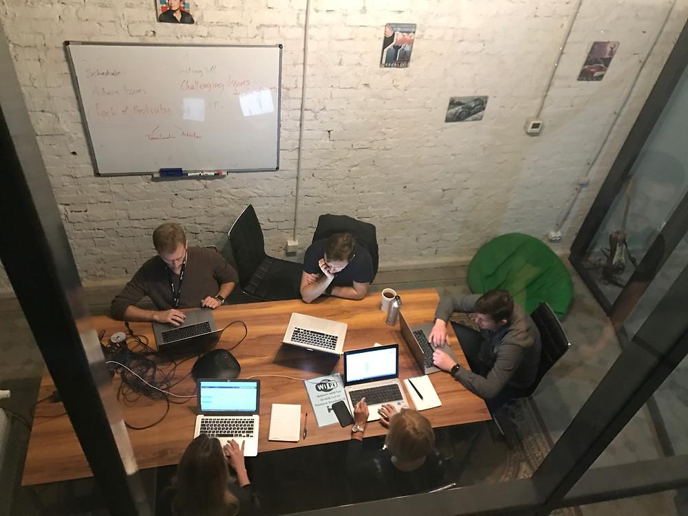 キエフのコワーキングスペースのミーティングルーム
