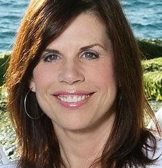 Kristi Lynn - Headshot.jpg