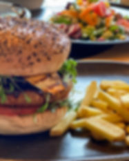 Eggberge Piripiri Vegan Burger mit Pommes Frites