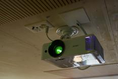HD-Projektor im Konferenzraum