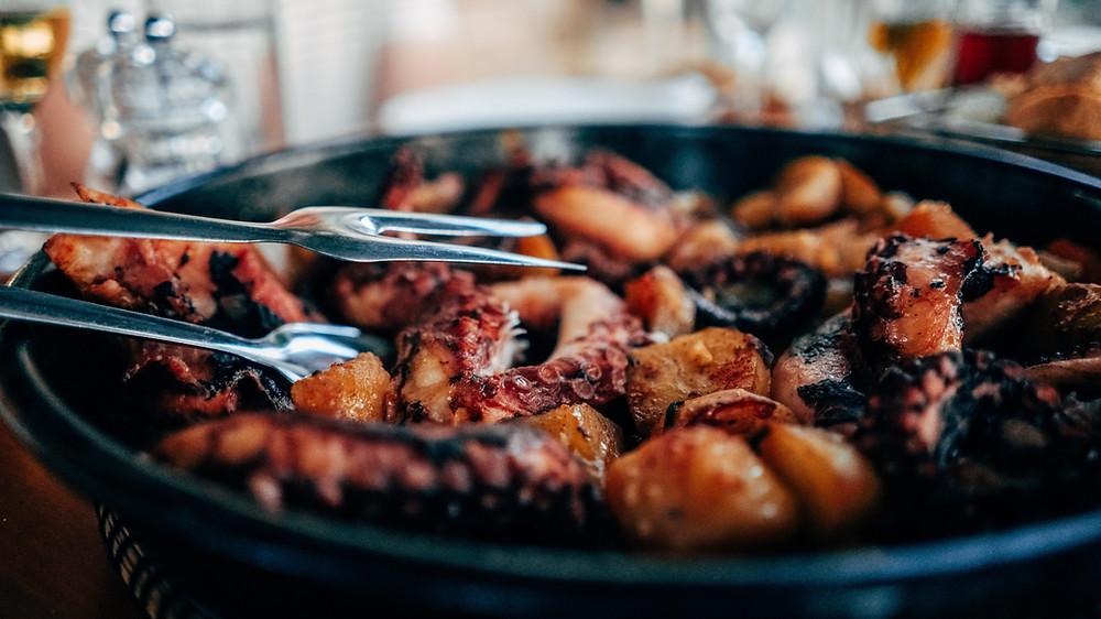 Les spécialités des Cyclades, le poulpe cuisiné à la grec, délice