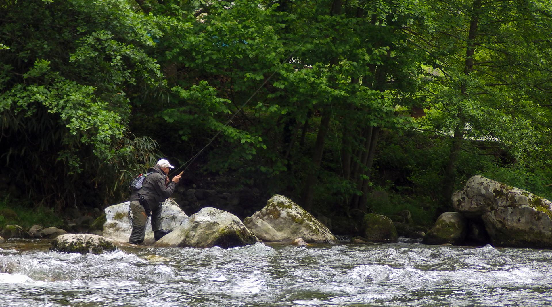 """François """"DIPTERIA"""", guide de pêche """"spécialiste Mouche"""" en Haute Garonne, Ariège,et Catalogne"""
