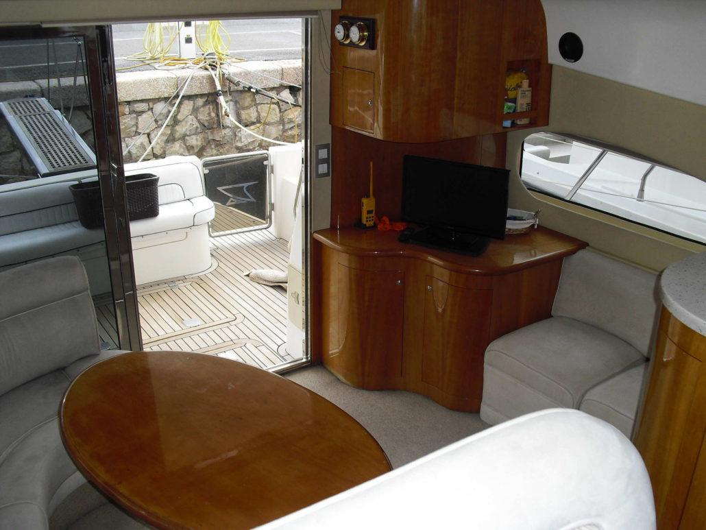 Lounge and access to terrace / Salón y acceso a terraza