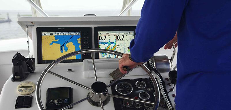 Puente de navegacion con instrumentos