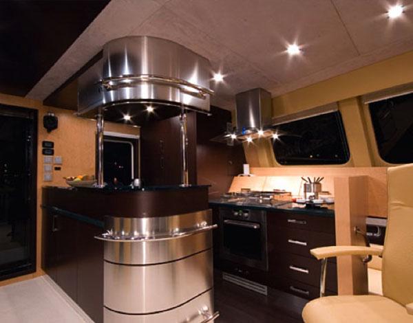 Kitchen of the Sunreef 62 / Cocina del Sunreef 62